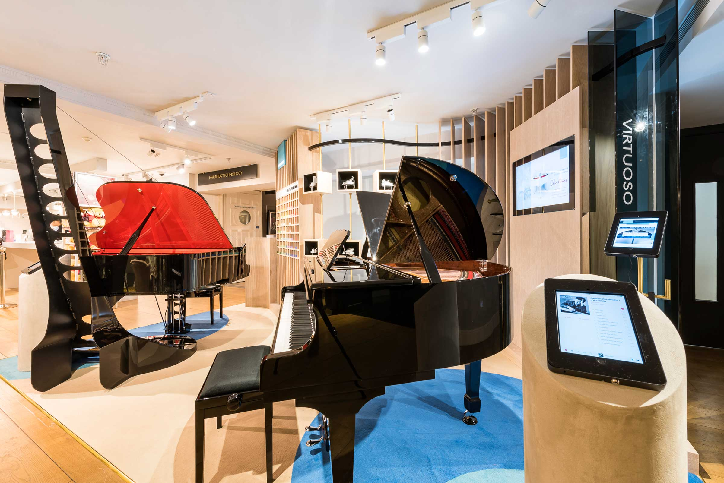 1066 Piano Retail Display